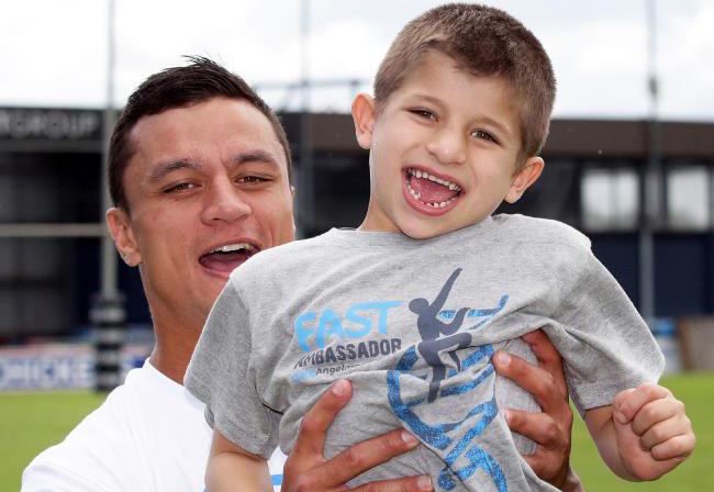 Cha mẹ cần kiên trì thực hiện nhiều phương pháp để điều trị hội chứng Angelman cho trẻ